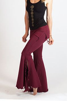 Stylish Yoga Clothing for Women - Shorts, Crops, Flowy Pants and Funky Leggings. Funky Outfits, Cool Outfits, Funky Leggings, Dance Fashion, Yoga Fashion, Fashion Casual, Belly Dance Outfit, Dance Pants, Sassy Pants