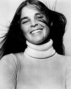 A true original, Ali MacGraw didn't only represent the late and early Bohemian-meets-American-Prep style: she was one of the people that invented it. Looking back at photos and movi… Ali Macgraw, Hollywood Actresses, Actors & Actresses, Black White Photos, Black And White, Prep Style, 70s Style, Boho Style, Portraits