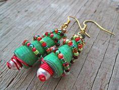 Upcycled, riciclati, reimpiegato carta orecchini - gioielli di perline di carta - Eco amichevole gioielli - albero di Natale orecchini - cal...