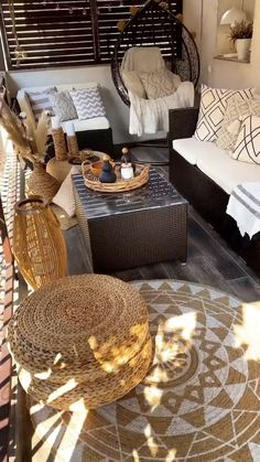 Fancy Living Rooms, Porch And Balcony, Best Friend Necklaces, Water Features In The Garden, Outside Living, Apartment Interior Design, Back Patio, Decor Crafts, Home Decor