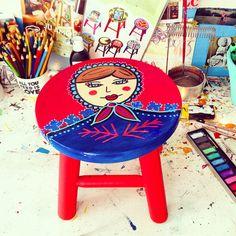 Banqueta Matrioskinha ateliejuamora@gmail.com #juamorinha #banquetinha #stool #decor #arte #matrioska