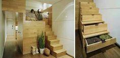 Degraus de escada com gavetas para guardar roupas.