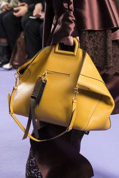 Mulberry at London Fashion Week Fall 2017 - Details Runway Photos