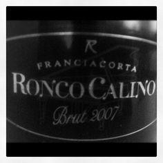 """#black and #white #label Ronco Calino #brut 2007 #wine #vino #aperitivo #instaitalia #franciacorta #italy"""""""