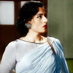 Madhubala in Kaala pani Vintage Bee, Vintage India, Bollywood Pictures, Bollywood Outfits, Bollywood Cinema, Vintage Bollywood, Beautiful Bollywood Actress, Queen Of Hearts, Indian Beauty