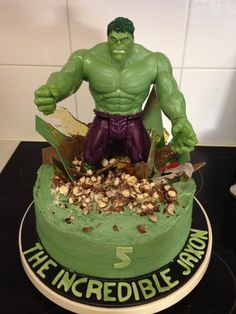 The Hulk Birthday Cake Hulk Birthday Parties, Avengers Birthday Cakes, 5th Birthday Cake, Superhero Birthday Party, Batman Birthday, Birthday Ideas, Hulk Party, Avenger Cake, Party Fiesta