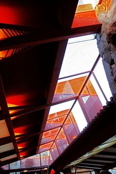 Taliesin West interior by Frank Lloyd Wright, Scottsdale, Arizona - Wright's winter home and studio Frank Lloyd Wright, Beautiful Architecture, Art And Architecture, Architecture Details, Architecture Organique, Usonian, Scottsdale Arizona, Winter House, Sustainable Architecture