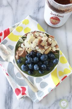 Green smoothie bowl by Adams Stang-Nead to Cook Smoothie Bowl, Lunch Smoothie, Healthy Green Smoothies, Healthy Drinks, Stay Healthy, Paleo Smoothie Recipes, Healthy Recipes, Snack Recipes, Green Goddess Smoothie
