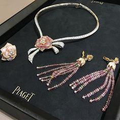 A true flower !! A unique story @piaget !! #dubai #dubaimall #dubailife #art #rose #love #life #luxury #luxurydesign #luxurylifestyle #luxuryjewelry #instalike #instamood #instagram #instagood #instadaily #instafollow #inspiration #mydubai #queen #royal #dream #diamond #jewelry #gold #highjewelry #finejewelry #hautejoaillerie #beautiful #fabulous