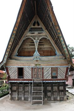 Traditional Batak tribe house, Samosir Island in the middle of lake Toba, North Sumatra, Indonesia Bali Lombok, Vernacular Architecture, Ancient Architecture, Places To Travel, Places To Go, Lake Toba, Tropical Architecture, Temporary Architecture, Philippines