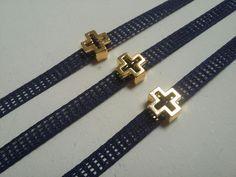 Χειροποίητα μαρτυρικά βάπτισης, πρωτότυπα μαρτυρικά σε μπλε σκούρο με χρυσό σταυρό, μαρτυρικά βραχιολακια