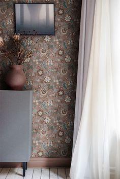 Blogginlägg arkiv - Midbec Tapeter Interior Wallpaper, Wallpaper Bedroom, Downtown Apartment, Wallpaper, Home Wallpaper, Floral Wallpaper, Mural Wallpaper, Scandinavian Living, Morris Wallpapers