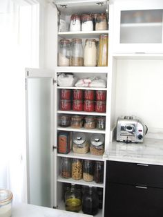 Love all the glass canisters used in this organized pantry. Looks so much better than boxes and bags everywhere!