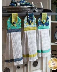 Best Garden Decorations Tips and Tricks You Need to Know - Modern Kitchen Towels Crafts, Kitchen Towels Hanging, Dish Towel Crafts, Hand Towels Bathroom, Hanging Towels, Dish Towels, Tea Towels, Fabric Crafts, Sewing Crafts
