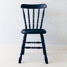 Cadeira preta do @oiapartamento202