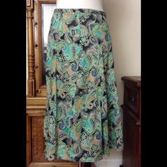 Gorgeous lined skirt by Liz Clairborne This skirt is even more fabulous in person! Beautiful mix of greens and browns. Fully lined and in great condition. Liz Claiborne Skirts