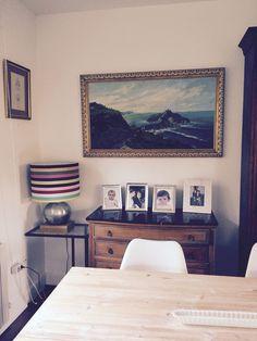 La cómoda de mis suegros. Cuadro de herencia . Lámpara de Guaimaro Madrid. Mi salón