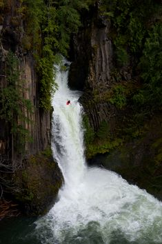 toketee falls, oregon --- could you imagine being that little red kayak?!?!