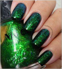 I neeeeeed some Nu Oh polish! Nfu Oh: #56 - duochrome flakies ánd micro-glitter