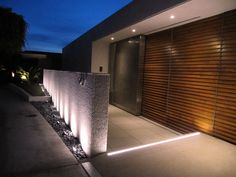 Outdoor wall wash lighting gorgeous outdoor up lighting of amazing exterior u Wall Wash Lighting, Cool Lighting, Strip Lighting, Outdoor Lighting, Garden Lighting Diy, Landscape Lighting, Exterior Colors, Exterior Design, Architectural Lighting Design