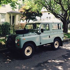 Land Rover Defender. Want!