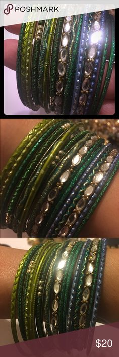 Indian Bollywood wedding bangles green and gold ⭐️ These bangles are like a party on your wrist they sparkle and shine ⭐️👸🏻size large women's come w a jewelry pouch you get 18 bracelets in this set Accessories