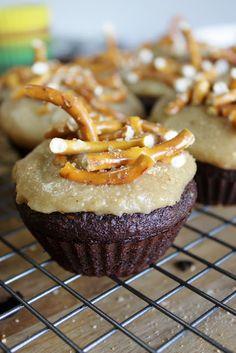 This Rawsome Vegan Life: OMG Cupcakes (vegan choc cupcakes with peanut butter frosting)