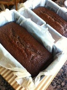 Sticky Gingerbread Recipe (Just like McVities Ginger Cake! Sticky Gingerbread Recipe (Just like McVities Ginger Cake! Carrots Cake, Food Cakes, Cupcake Cakes, Rose Cupcake, Cup Cakes, Köstliche Desserts, Dessert Recipes, Desserts Caramel, Salted Caramel Cookies