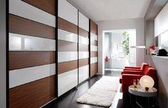 Armario en blanco y madera. puertas correderas Wardrobes, Divider, Room, Furniture, Home Decor, White Cabinet, Closets, Wood, Rum