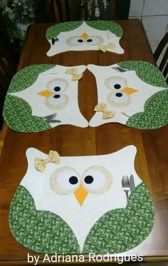 New Patchwork Patterns Kids Table Runners 27 Ideas - Diy Crafts Owl Patterns, Patchwork Patterns, Quilt Patterns, Table Runner And Placemats, Quilted Table Runners, Owl Crafts, Diy And Crafts, Quilting Projects, Sewing Projects