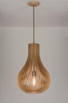 Artikel 10902 Licht en natuur komen nader tot elkaar! Het ontwerp is simpel; een hanglamp met subtiele houten elementen die samen een bijzonder sfeervol geheel creëren. Het hout bestaat uit geperste delen waardoor een fraaie kleurschakering op de kopse naden zichtbaar is. Dit geeft de lamp een warme, natuurlijke en ambachtelijke uitstraling. http://www.rietveldlicht.nl/artikel/hanglamp-10902-modern-design-hout-licht_hout-rond
