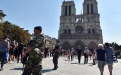 Notre Dame: Man shot by #French police after attacking them with #hammer ➡ http://www.telegraph.co.uk/…/parisians-told-avoid-notre-da…/ #NotreDame #France