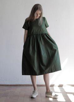 Зеленое платье в полоску с кулиской