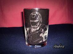 Vaso de sidra grabado a mano con punta de diamante con dibujo de Iron Man. www.todo-artesania.wix.com/detalles