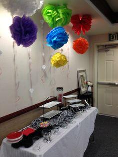 Idea para decorar en Nuevos comienzos. Flores hechas con papel barrilete o papel chino.