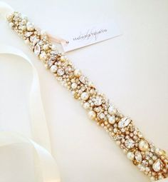Accessories are very important for every bride, they highlight your style. Statement jewelry, breathtaking headpieces and clutches finish your bridal look. Today I'd like to share the most beautiful sashes and belt...