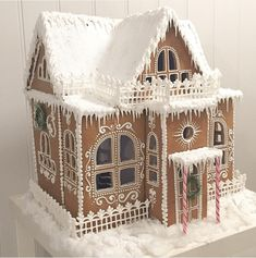 gingerbread house template We all love gingerbread houses. They are beautiful and sometimes, edible works of art. However, how far can you go when you construct them? Halloween Gingerbread House, Gingerbread House Patterns, Gingerbread Christmas Decor, Cool Gingerbread Houses, Gingerbread House Parties, Gingerbread Village, Gingerbread Decorations, Noel Christmas, Christmas Baking