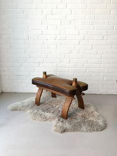 Vintage Hocker, Kamelhocker, Pouf Marokko, Vintage Sitzhocker, Sitzkissen, Fußhocker, Lederhocker, Ethno Interior, Mid Century Interior von moovi auf Etsy