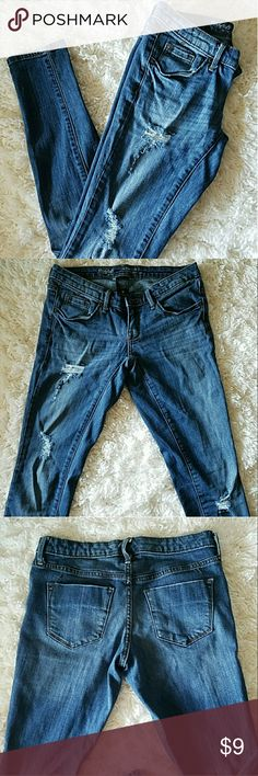 Mossimo denim skinny jeans super cute jeans with distressed details size 0, very gently worn, great condition Mossimo Supply Co Jeans Skinny