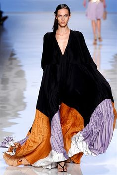 Spring 2012 Ready-to-Wear Etro - Runway / caftan Mode Abaya, Mode Hijab, High Fashion, Fashion Show, Womens Fashion, Fashion Design, Vogue Fashion, Milan Fashion, Fashion Art