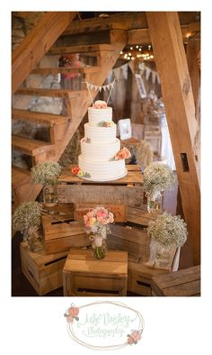 For those who prefer to have their favorite rustic wedding outside, a barn wedding could be the perfect solution. Barn wedding theme is becoming more and more popular as it not only saves so much of c (Wedding Cake Rustic) Barn Wedding Decorations, Rustic Wedding Flowers, Chic Wedding, Our Wedding, Dream Wedding, Fall Wedding, Trendy Wedding, Rustic Wedding Cakes, Wedding Cake Display