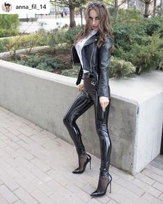 Awesome black stiletto heels worn with black nylons and shiny PVC leggings! Awesome black stiletto heels worn with black nylons and shiny PVC leggings! Pvc Leggings, Shiny Leggings, Leggings Are Not Pants, Capri Leggings, Black Stiletto Heels, Black Stilettos, Sexy High Heels, Sexy Outfits, Heels Outfits