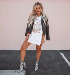 Are you ready to jump into the weekend? Summer Boots Outfit, Booties Outfit, Fall Winter Outfits, Autumn Winter Fashion, Country Outfits, Casual Outfits, Cute Outfits, Band Tee Outfits, Western Outfits Women