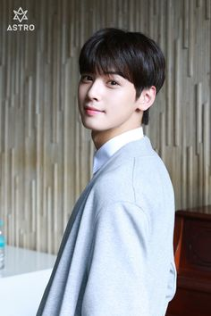 It's so though decision when it comes to choose 1 photo of Eunwoo. Cuz He will look so damn fine in every single photo. Cha Eun Woo, Asian Actors, Korean Actors, F4 Boys Over Flowers, Park Jin Woo, Cha Eunwoo Astro, Lee Dong Min, Jung Hyun, Pre Debut
