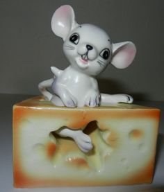 vintage Mouse NESTED IN CHUNK of CHEESE  SALT PEPPER SHAKERS made in Japan
