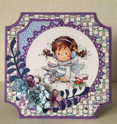Wee Stamps Holly shaped card. Copic: Piel: E11, E21, E00, E00, R22  Lilas: V25, 22, 20 Azules: B91, B93, B95 Cascabeles: Y26, Y15, Y11 Rojo: R24, R27, R29 Verde; G21, G24, G28