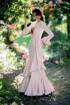Trajes de flamenca 2019. Colección 2019. Sueña Primaveras Flamenco Costume, Flamenco Dancers, Spanish Dancer, Refashion, Fashion Show, Boho, Bridal, Creative, Outfits
