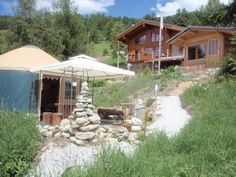 Les G�tes du Cairn Vernami�ge Featuring free WiFi throughout the property, Les G?tes du Cairn offers pet-friendly accommodation in Vernami?ge, 31 km from Zermatt.  Every room comes with a TV. You will find a coffee machine in the room. The rooms are fitted with a private...