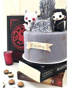 Bolo Game of Thrones! Foram 14h de trabalho só para fazer o topo de bolo de Trono de Ferro... Caprichado nos mínimos detalhes! ⚔️❤️  .  Orçamentos e encomendas:   E-mail: contato@bolosdacintia.com   Whatsapp: (11) 96882-2623  .  #bolosdacintia #gameofthrones #got #bologameofthrones #ironthrone #tronodeferro #bolodecorado #cakeboss #pastaamericana #melhorbolo #30anos #decoratedcake #gotcake #gameofthronescake #fondant #cake #bolo #cakedesign #cakedesigner #cakedesignersbrasil