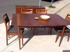 Mid Century Modern American Of Martinsville Dinning Table With